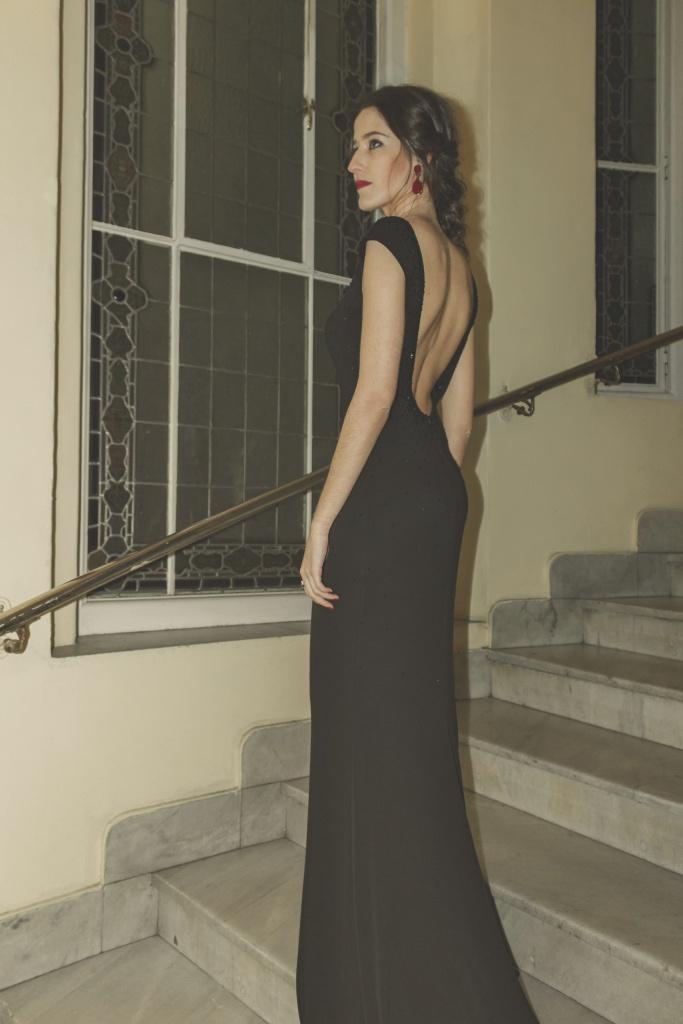 Vestido negro con espalda descubierta de Pronovias