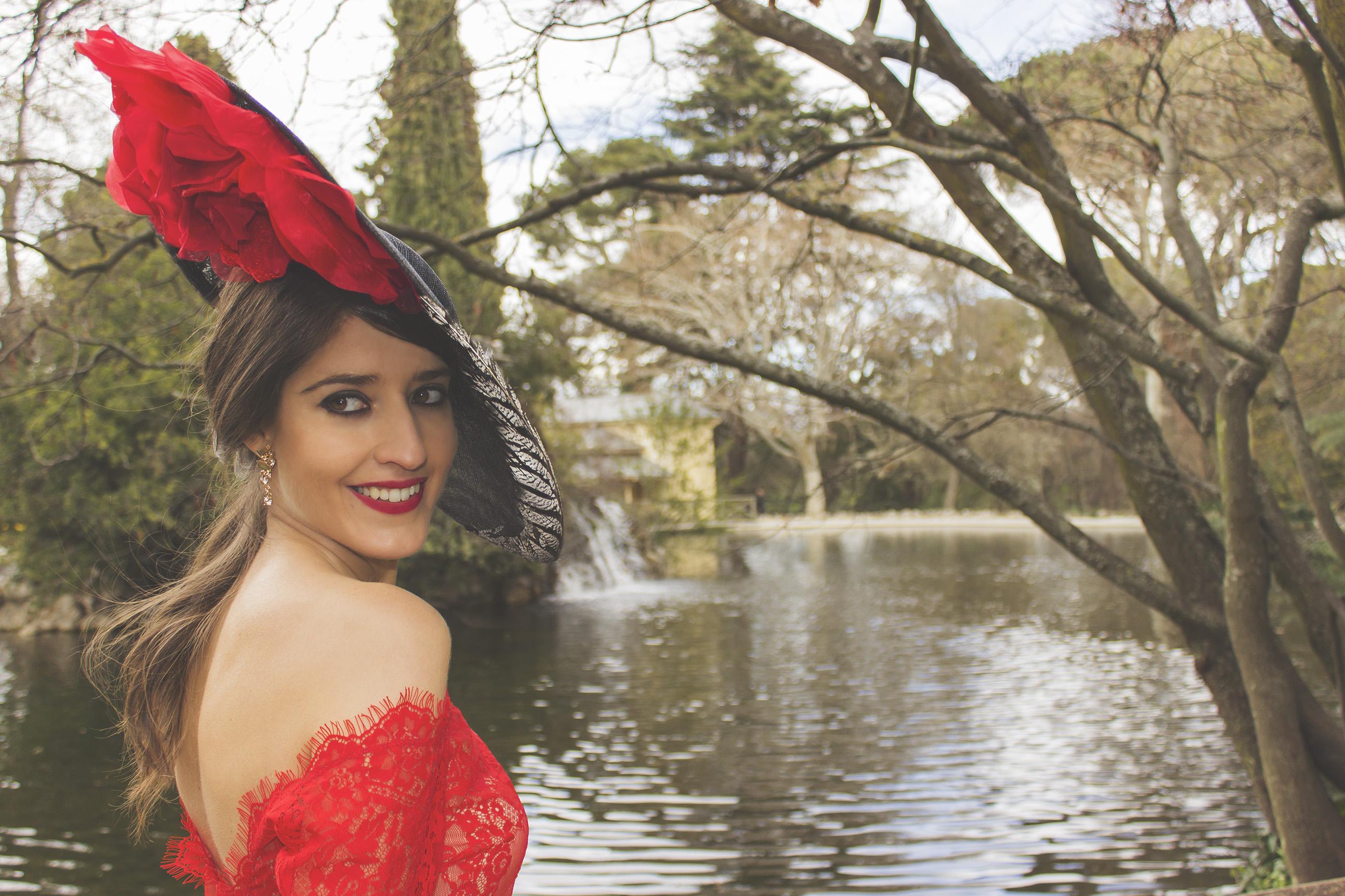 Faldas Lima Madrid con tocado de Sisters Tocados y complementos de Kalisalo 7