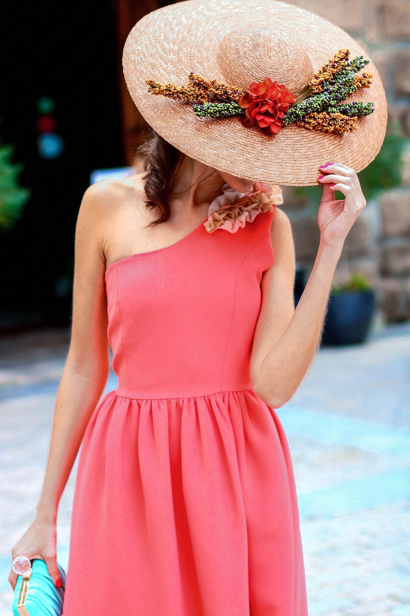Look vestido tocado invitada boda