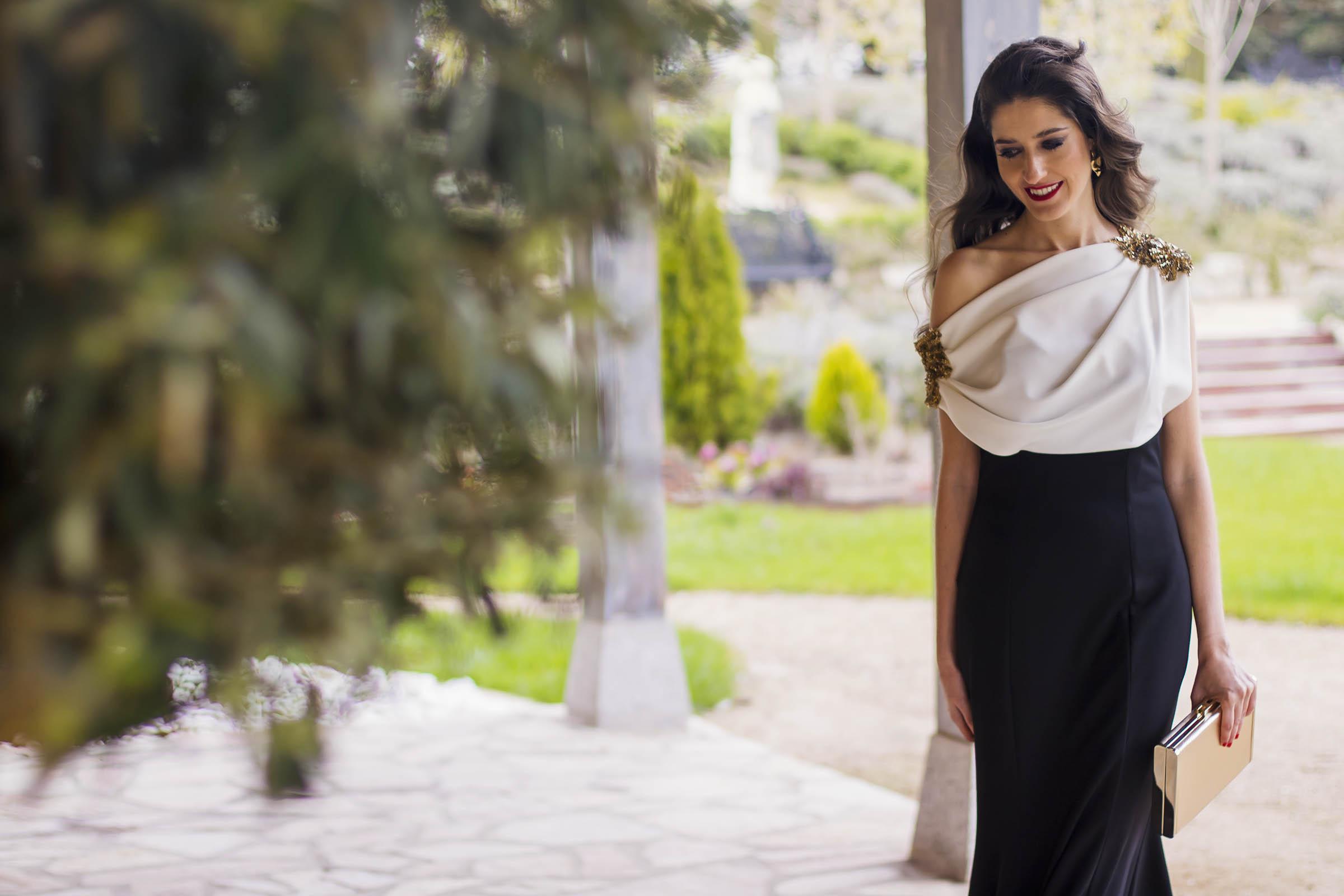 Look hermana de la novia con vestido de Carmen Horneros 4