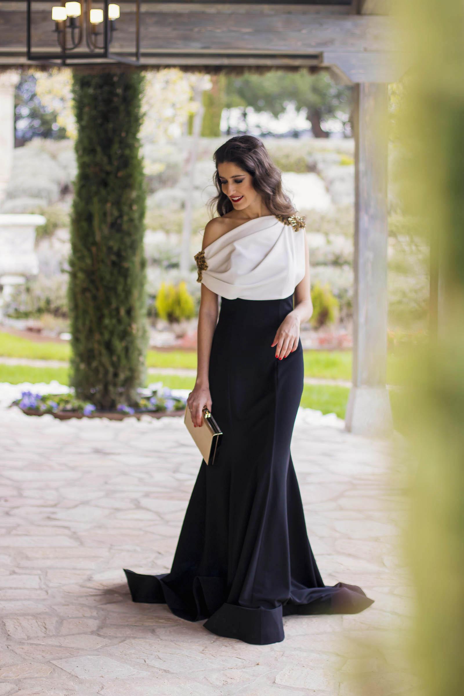 Look hermana de la novia con vestido de Carmen Horneros 5