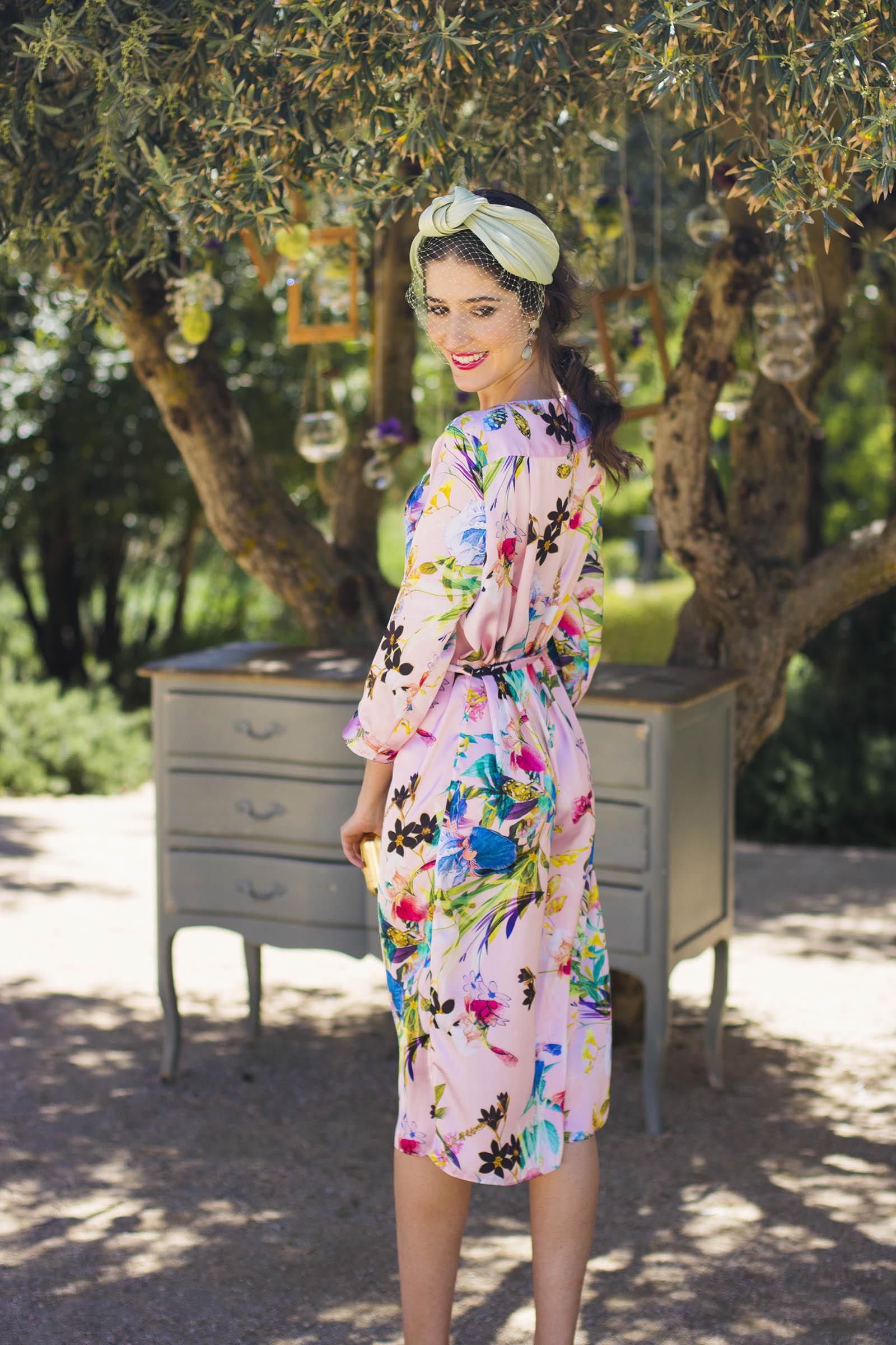 Vestido camisero estampado invitada boda turbante