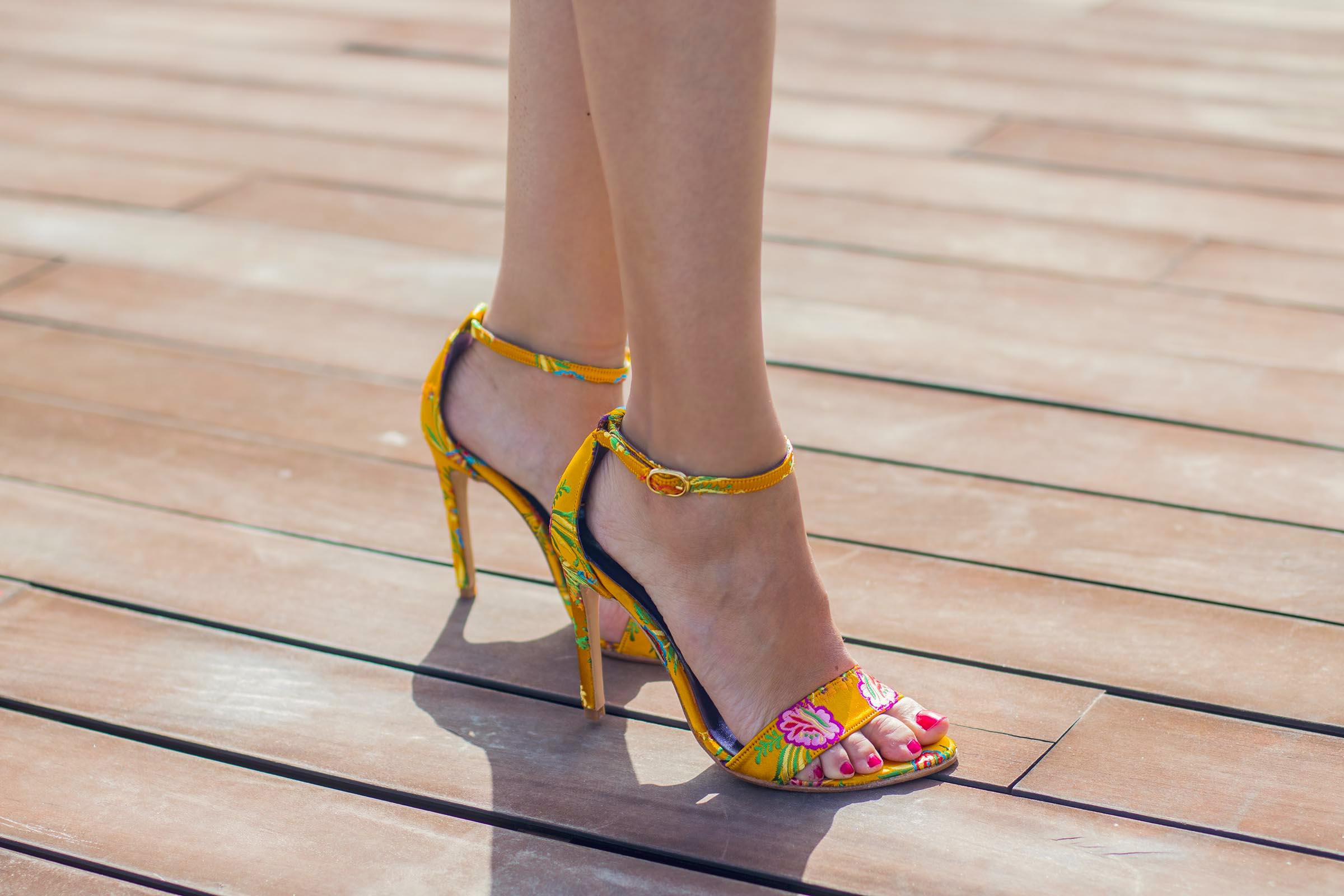 Sandalia estampada amarilla Salo Madrid