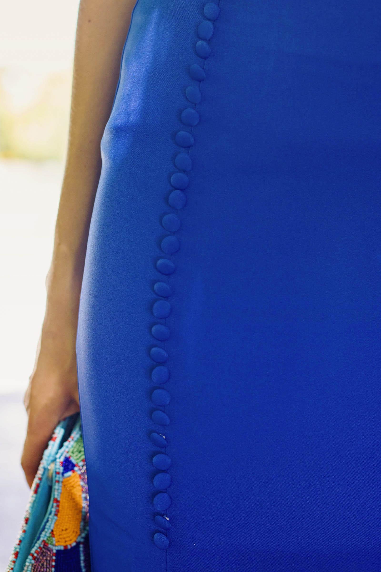 Look invitada conjunto falda blusa tocado