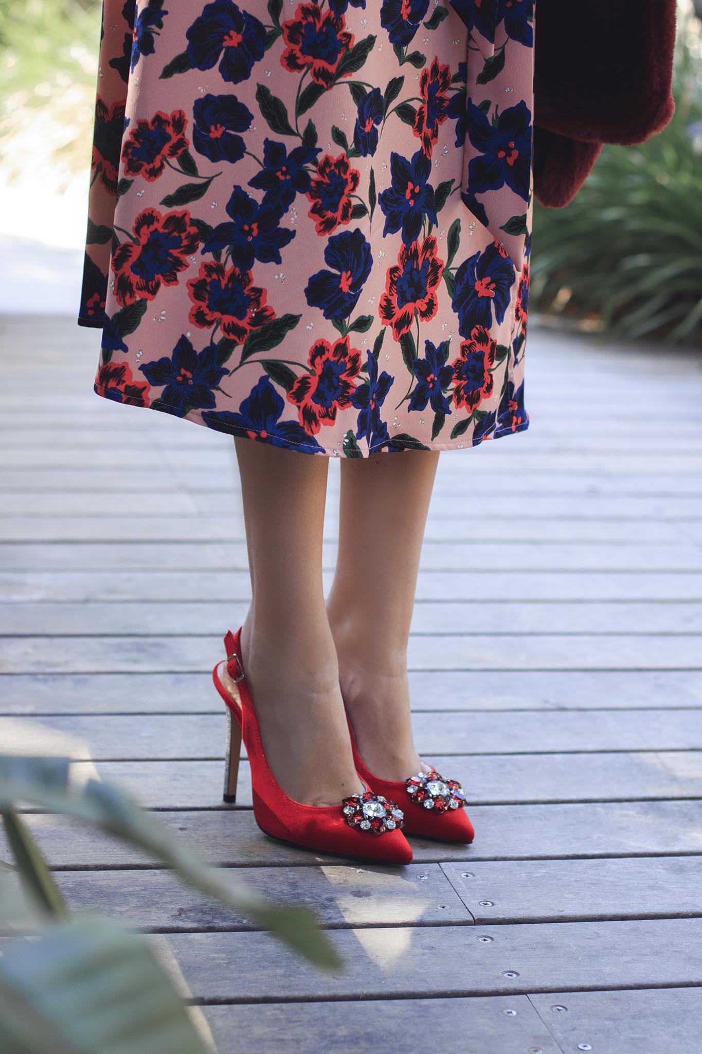 Look invitada boda comunión bautizo pamela zapatos rojos