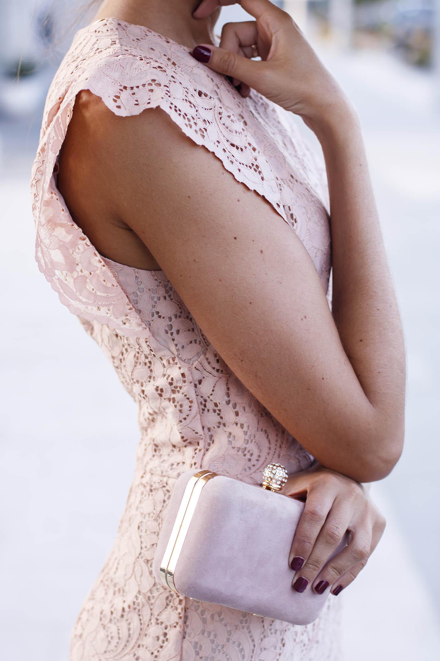 Invitada comunion boda lowcost vestido encaje rosa nude