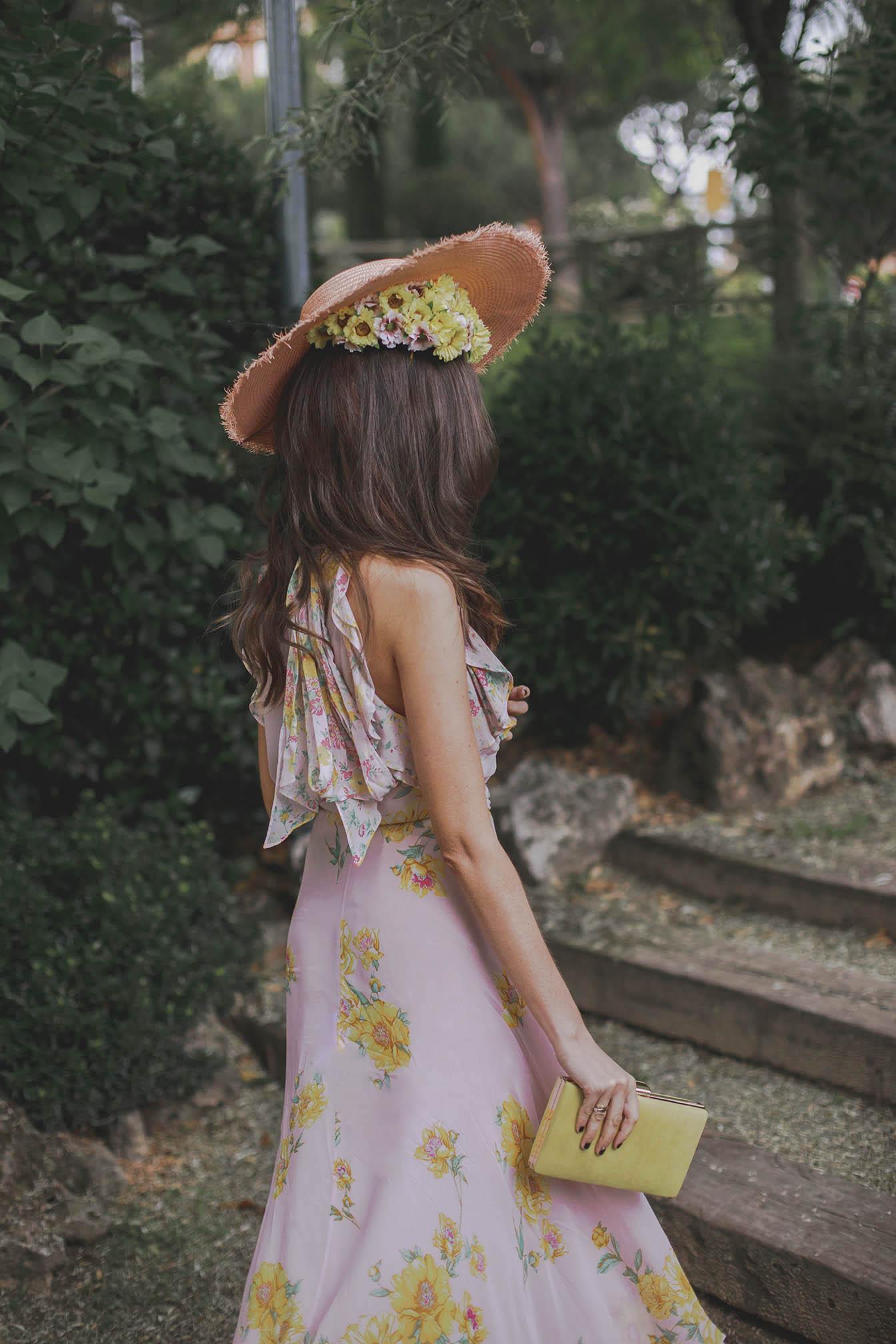 Invitada boda lowcost zara conjunto falda top zapatos pompon tocado