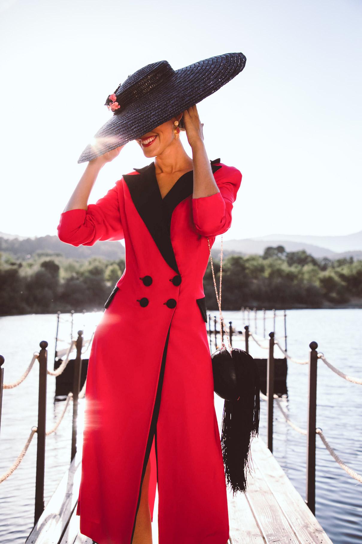Look invitada otoño vestido smoking pamela bolso flecos madrina invitada perfecta