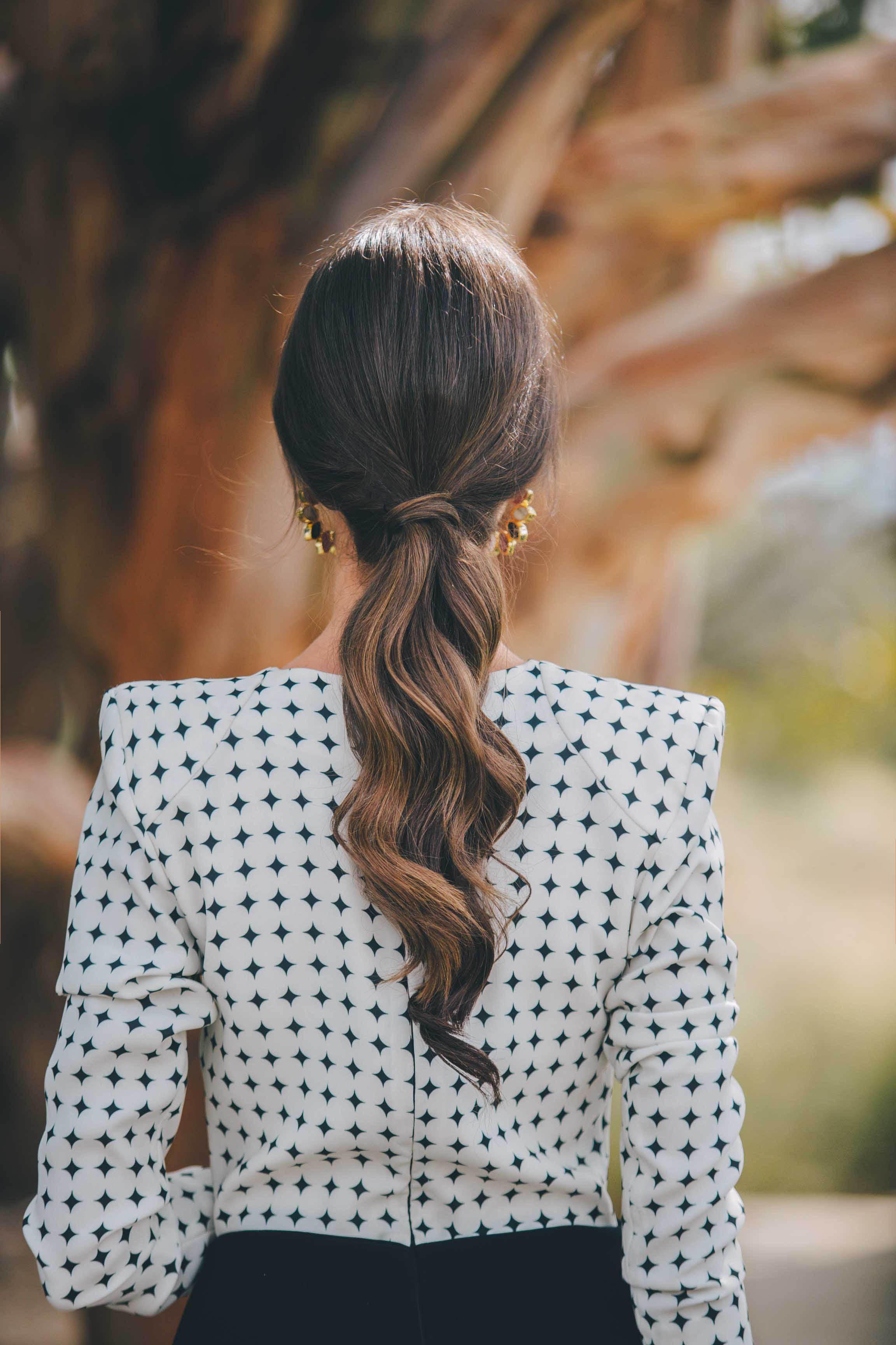 coleta baja con ondas invitada novia peinado 2018
