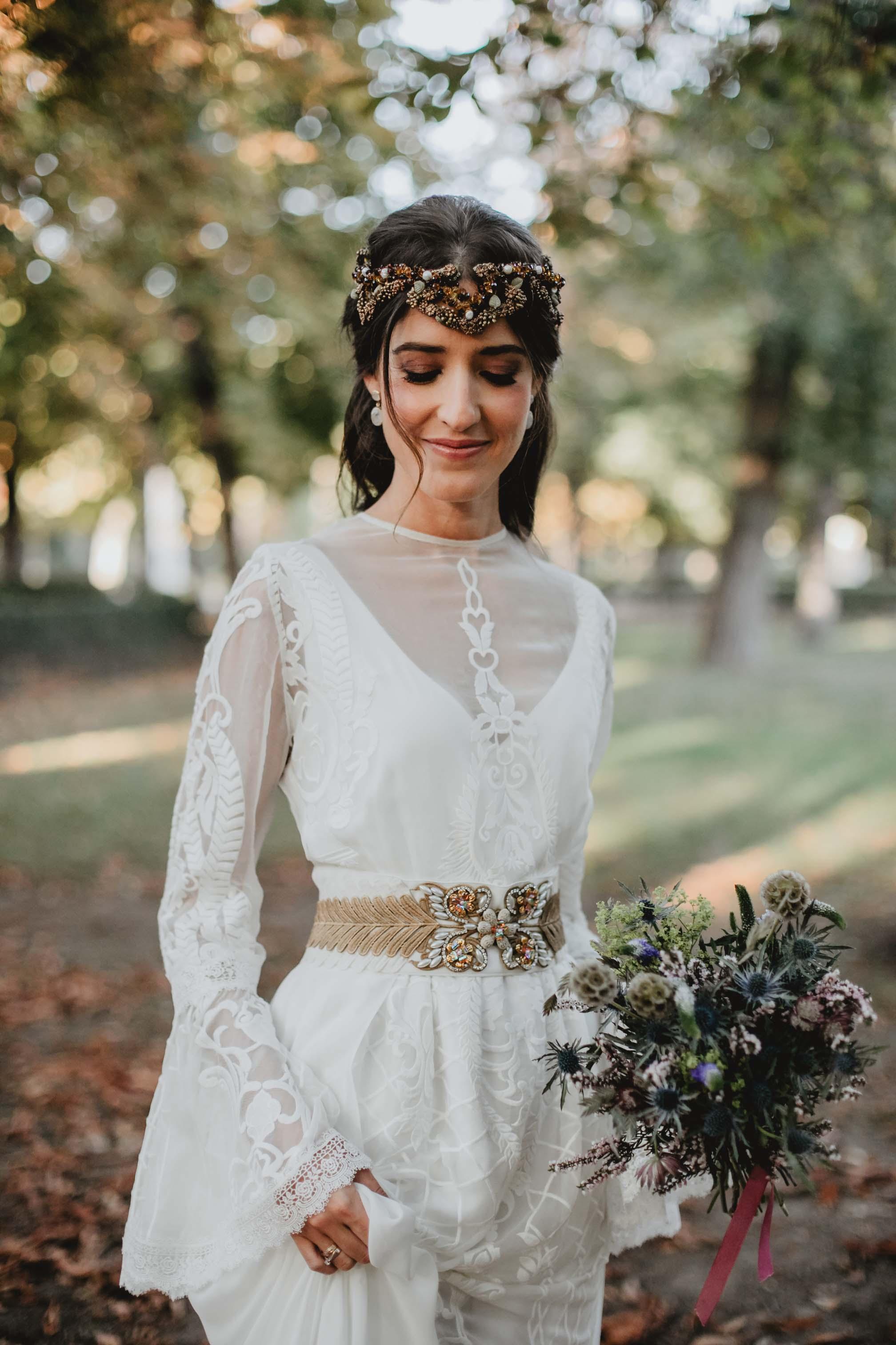 Novia 2019 vestido medieval boho puntilla cola quita y pon espalda Matilde Cano