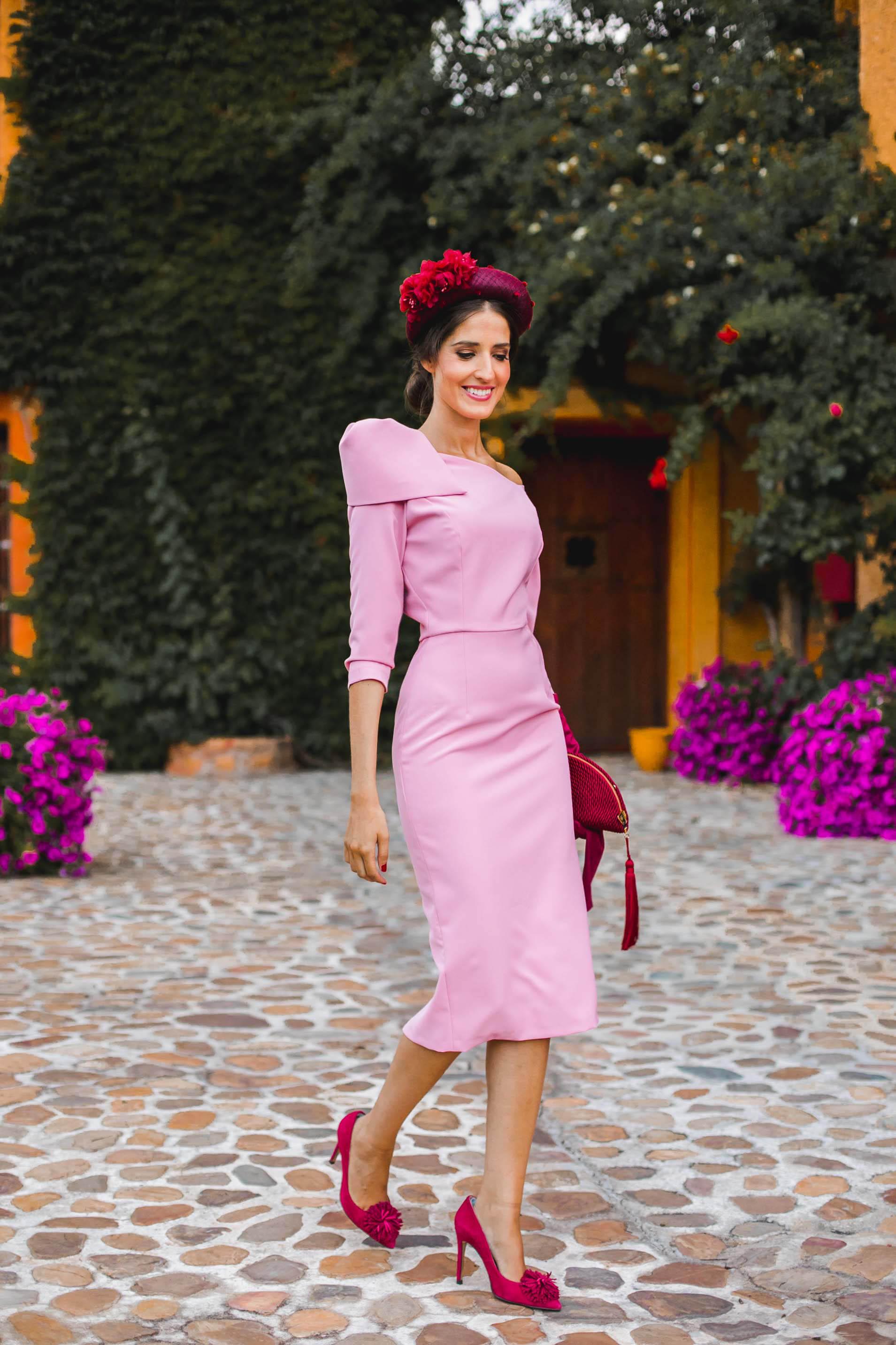 Look invitada boda kate middleton vestido rosa diadema comunion bautizo