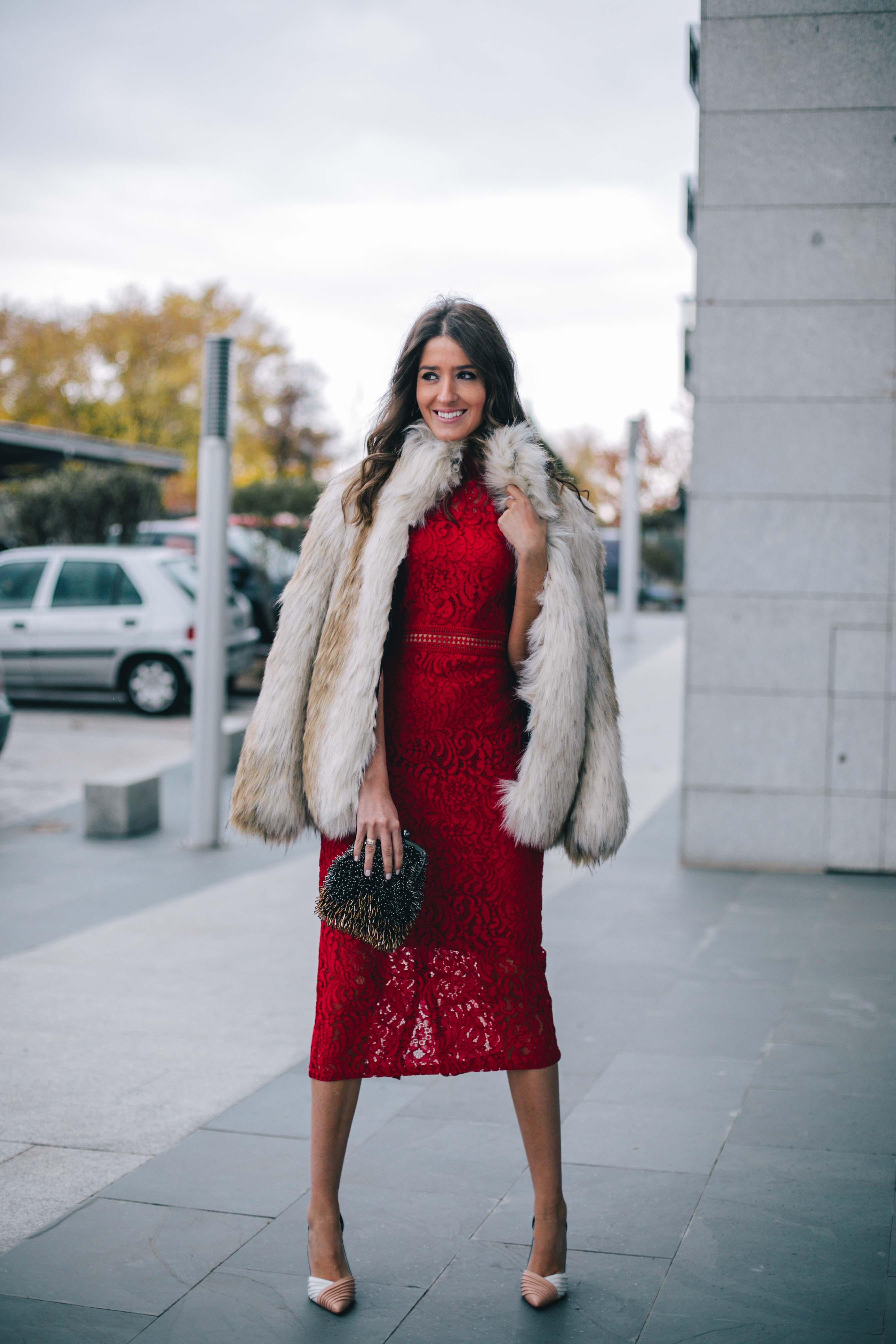 Look invitada invierno abrigo invitada lowcost vestido encaje nochevieja navidad bautizo comunion