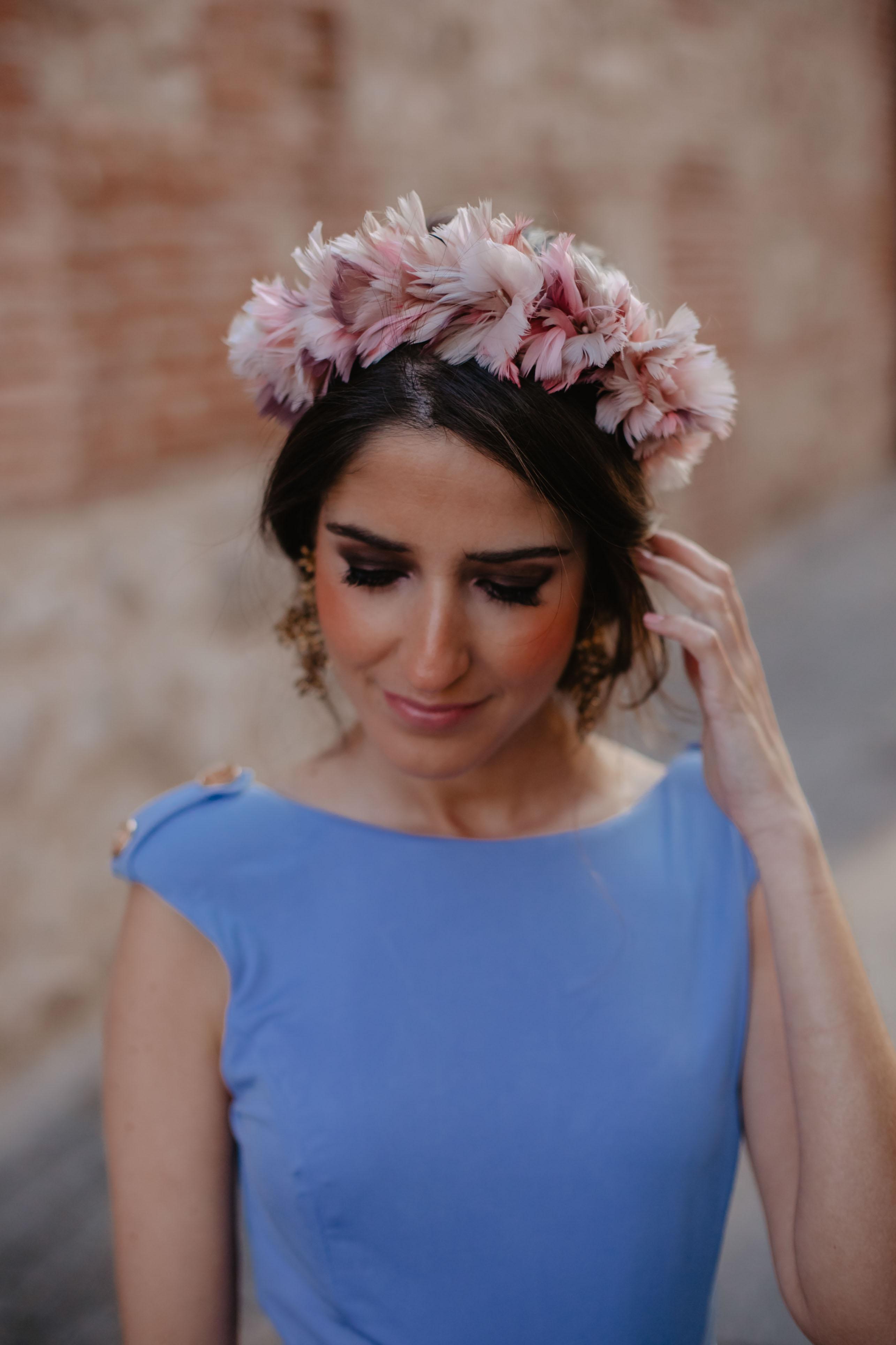 tocado diadema plumas rosa invitada novia