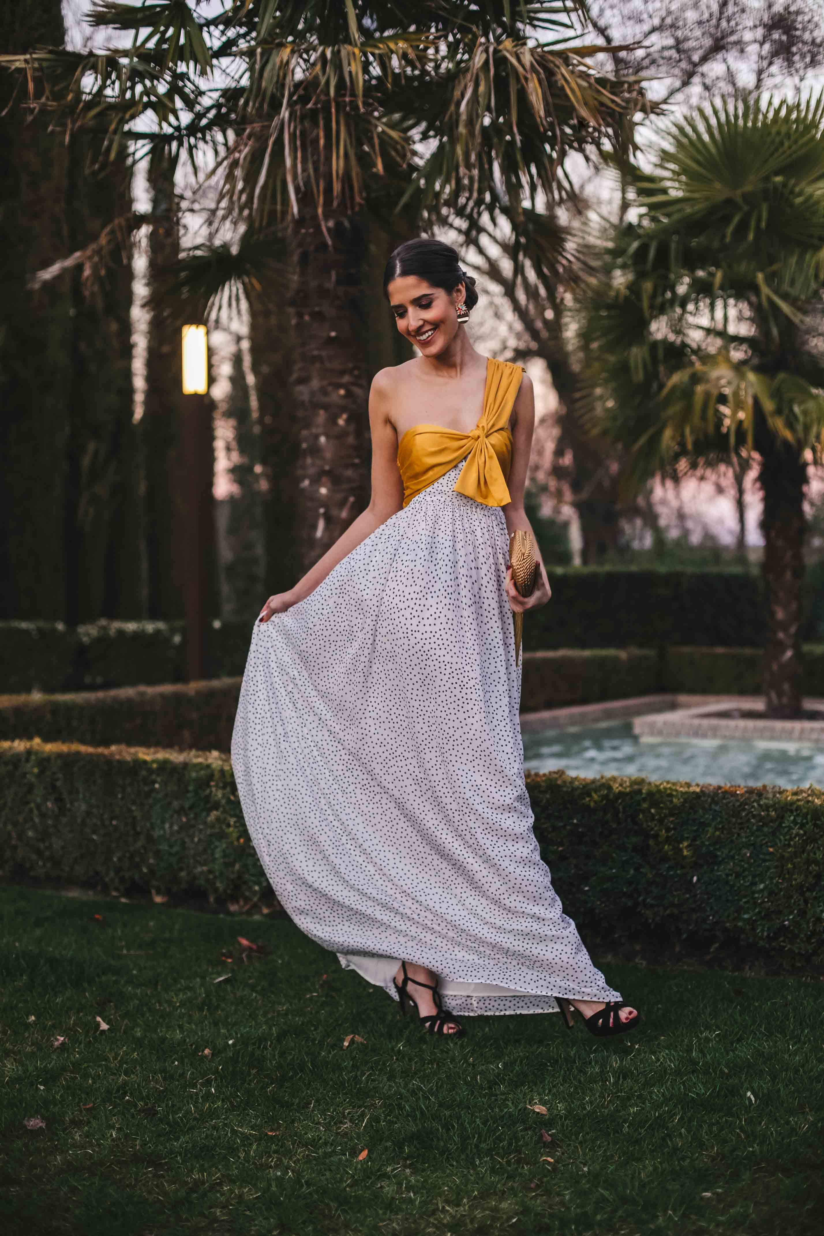 Vestido largo lunares invitada boda