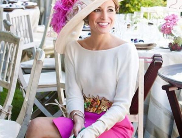 Invitada Perfecta con falda y blusa de Zara