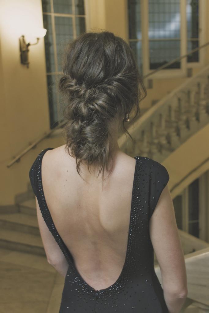 Espalda vestido negro Pronovias recogido bajo