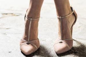 Zapatos rosas nudes dorado