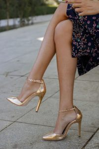 Zapatos dorados sandalias invitada fiesta