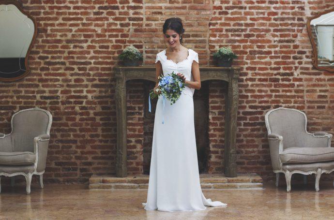 Vestido novia espalda encaje complementos azul