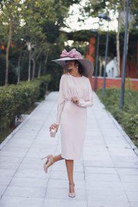 Vestido ajustado rosa nude pamela complementos