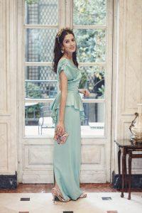 Look invitada boda vestido largo Cherubina diadema dorada