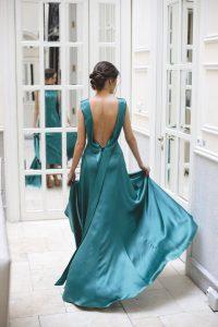 Look invitada boda noche vestido largo espalda