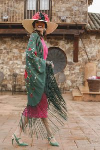 invitada boda manton de manila