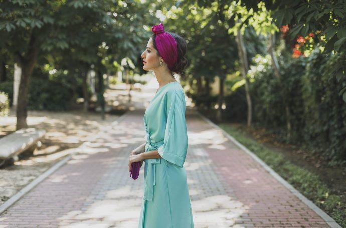 Look invitada boda mañana tarde tocado turbante mint turquesa fucsia