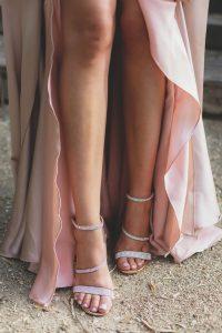 Look invitada boda noche transparencias bordados