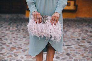 zapatos terciopelo rosa viejo bolso fiesta plumas vintage invitada