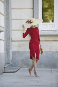 Look boda mañana otoño vestido tubo pamela silvestre invitada coleta Lolali