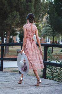 look invitada boda otoño vestido nude encaje bautizo comunion