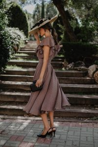 Look invitada boda otoño invierno estola vestido lowcost plumeti vuelo
