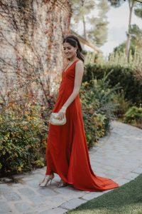 Look invitada noche vestido largo espalda descubierta invitada 2019