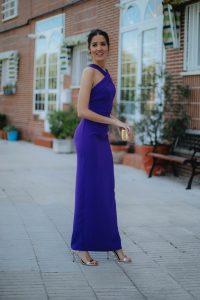 look invitada boda noche vestido morado largo