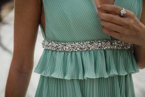vestido plisado largo verde agua invitada