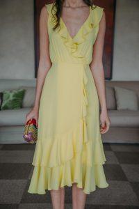 Vestido amarillo invitada perfecta boda