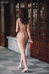 Look invitada boda comunion vestido nude