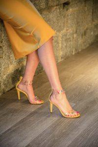 sandalias zapatos amarillo invitada