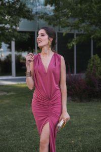 Look invitada boda noche vestido ajustado