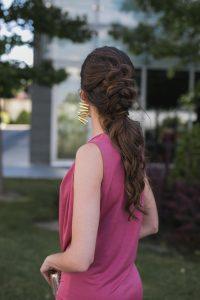 Peinado invitada coleta trenza cresta