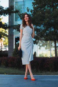 vestido lunares azul invitada