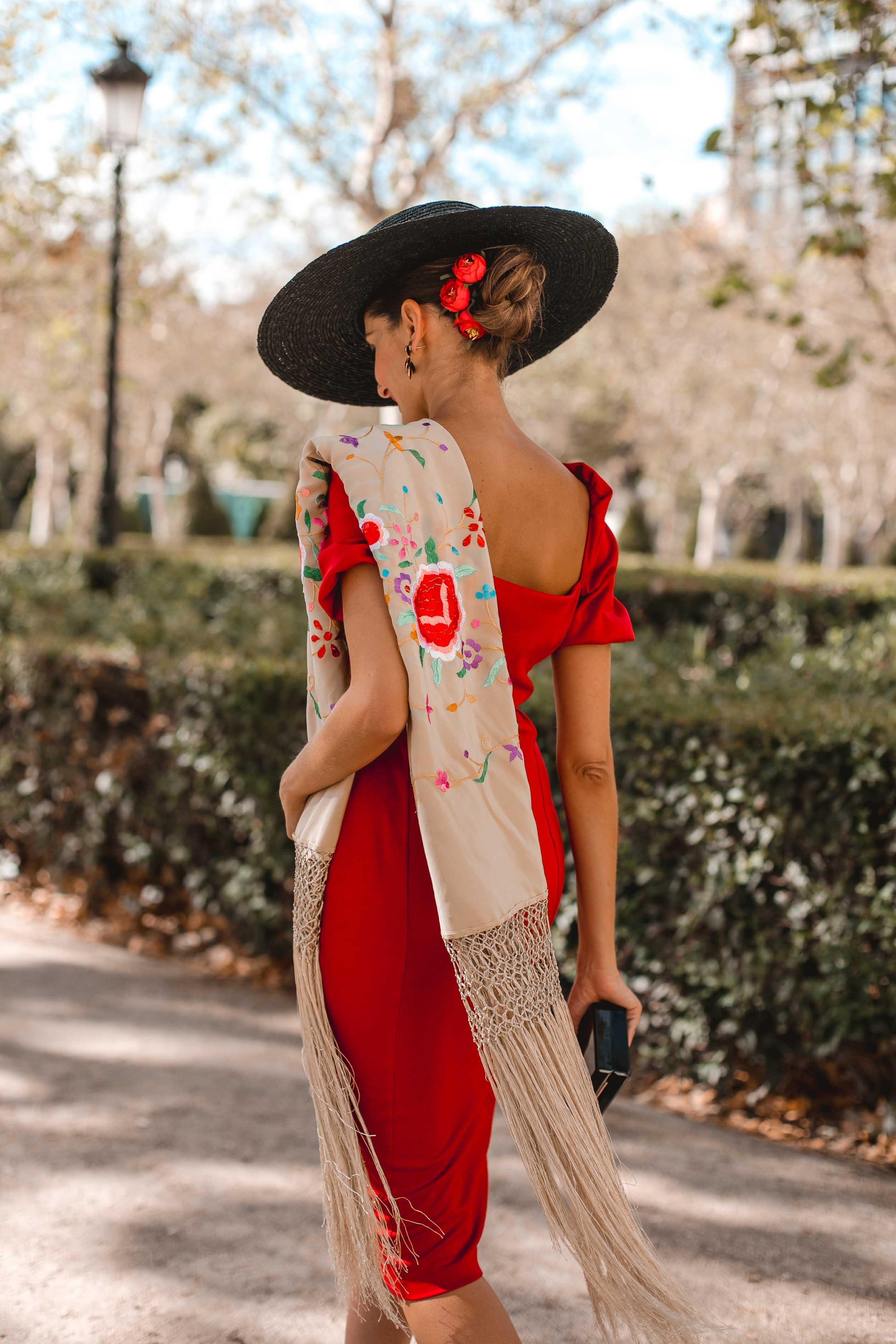 vestido rojo tocado invitada