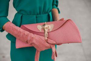 bolso rosa dorado invitada