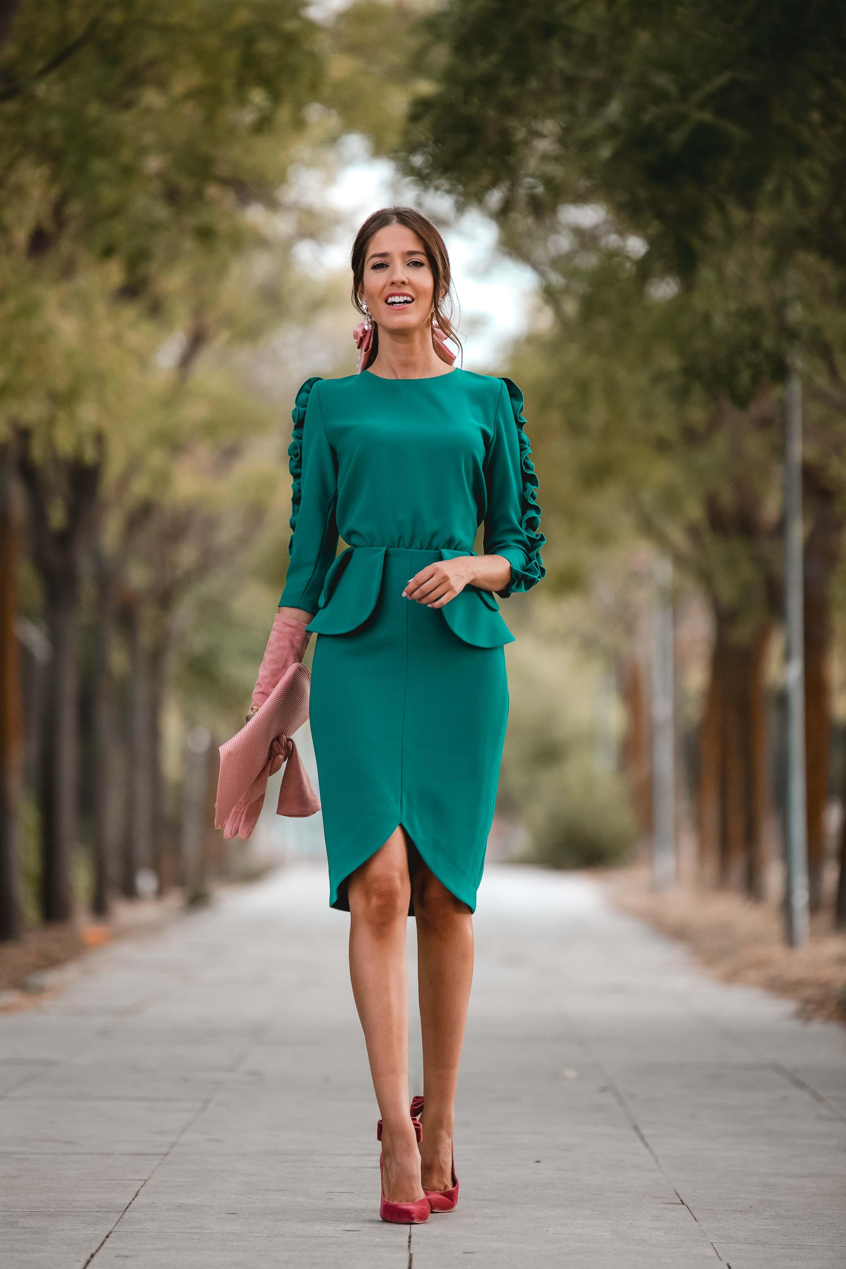 vestido verde volantes invitada otoño