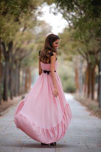 Invitada boda otoño vestido rosa