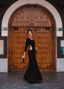 look invitada boda invierno vestido negro