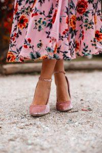 zapatos rosa terciopelo novia invitada