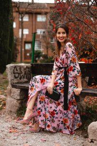 Look invitada boda vestido kimono estampado