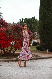 Look invitada boda vestido estampado